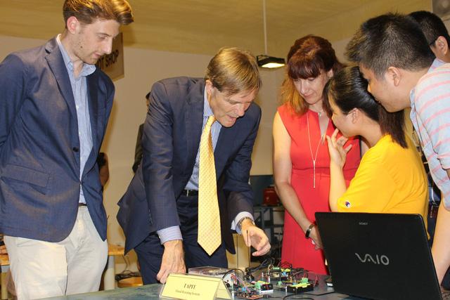 Tân đại sứ Hoa Kỳ tại Việt Nam thăm Đại học Đà Nẵng - Ảnh 5.