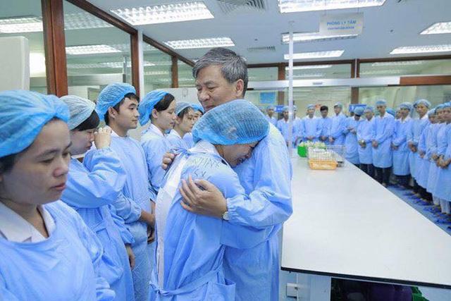 Cuộc chia tay hiếm có khi bác sĩ Nguyễn Anh Trí về hưu  - Ảnh 1.