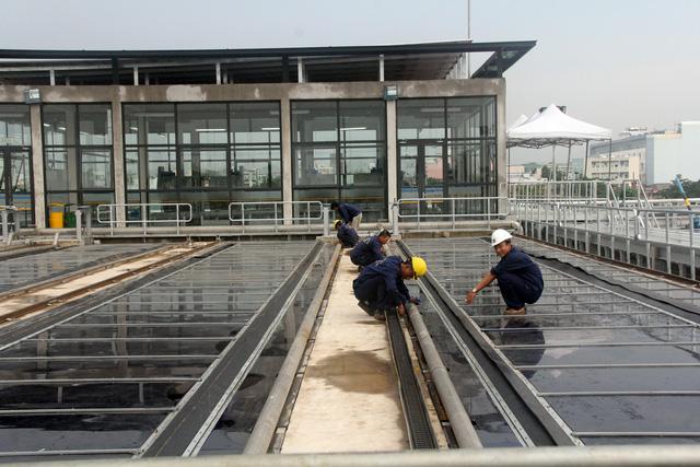 Vận hành nhà máy xử lý nước thải sử dụng năng lượng mặt trời đầu tiên ở TP.HCM - Ảnh 2.