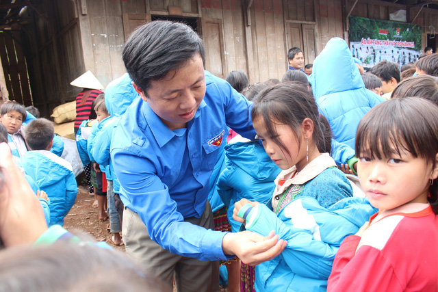 Mang áo ấm mùa đông tới thầy trò vùng cao Lai Châu - Ảnh 3.