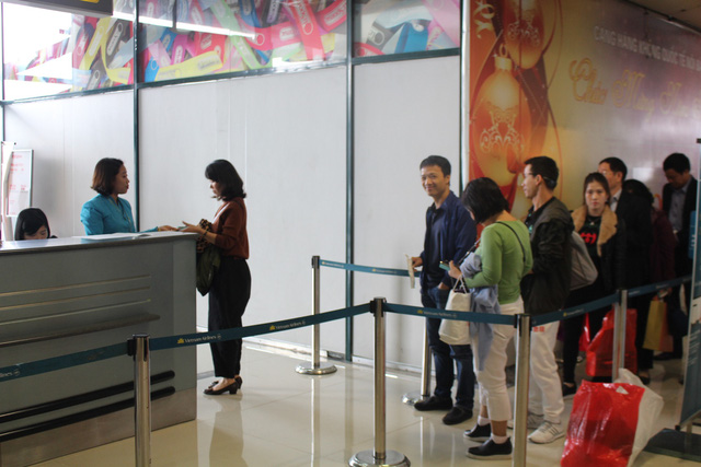 Hành khách đánh giá cao thái độ nhân viên sân bay Tân Sơn Nhất - Ảnh 1.