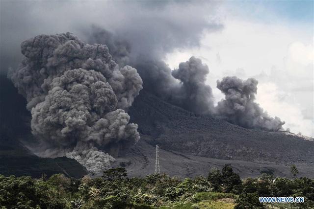 Núi lửa ở Indonesia rủ nhau thức giấc - Ảnh 2.
