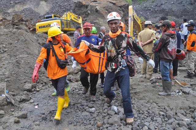 Núi lửa ở Indonesia rủ nhau thức giấc - Ảnh 1.