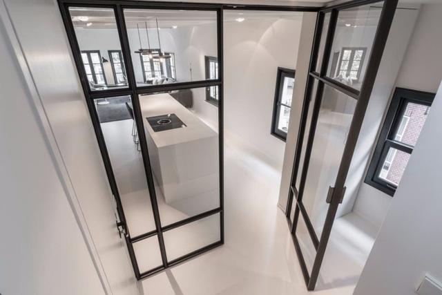 Thiết kế siêu thoáng khiến căn hộ Amsterdam rộng hơn hẳn - Ảnh 9.
