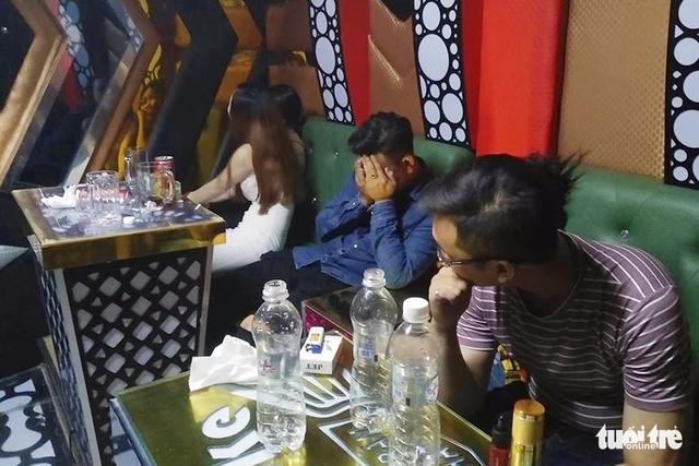 Bắt quả tang 30 thanh niên vào quán karaoke sử dụng ma túy - Ảnh 1.