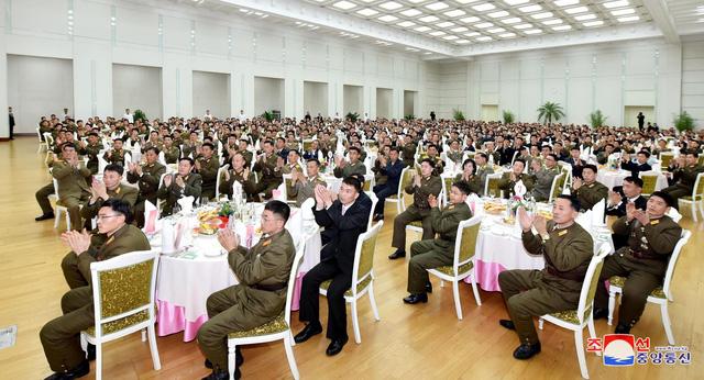 Dân Triều Tiên có thu nhập thua dân Hàn 22 lần - Ảnh 2.