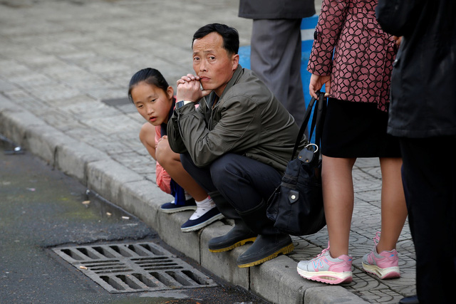 Dân Triều Tiên có thu nhập thua dân Hàn 22 lần - Ảnh 1.