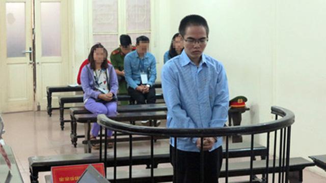 Kẻ xâm hại 6 bé gái tại trường tiểu học Hà Nội lãnh 4 năm tù - Ảnh 1.