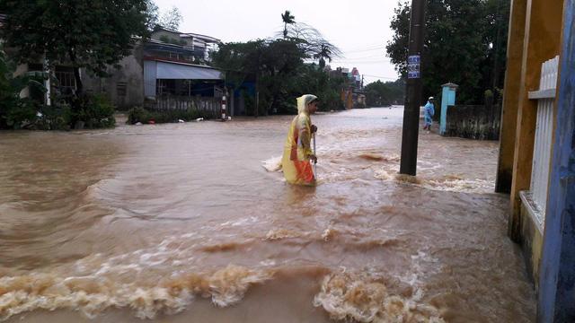 Thủy điện tăng xả trong đêm, Quảng Nam ngập chìm trong lũ - Ảnh 3.