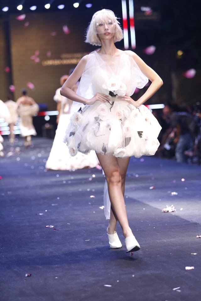 Lâm Gia Khang và màn trình diễn hoành tráng Dấu ấn nàng hương - Ảnh 5.