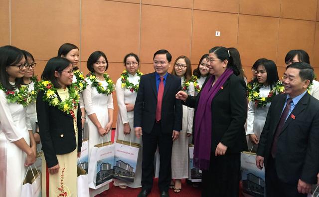 Phó chủ tịch Quốc hội tôn vinh gương mặt Quả Cầu Vàng - Ảnh 2.
