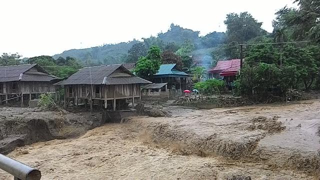 Sơn La: Lũ vẫn chia cắt, cô lập huyện Phù Yên - Ảnh 4.