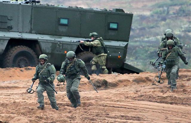 Nga bộc lộ sức mạnh quân sự trong tập trận Zapad - Ảnh 5.
