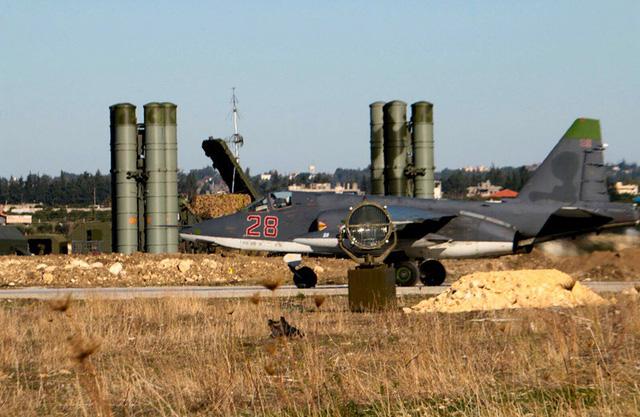 Căn cứ của Nga ở Syria bị tấn công quy mô lớn - Ảnh 1.