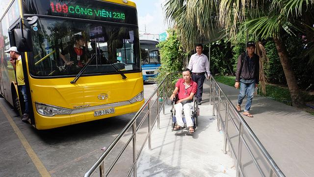 Người khuyết tật được mời trải nghiệm, góp ý cho xe buýt TP.HCM - Ảnh 1.