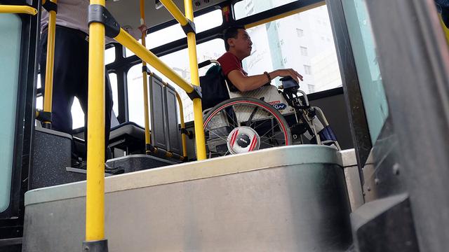 Người khuyết tật được mời trải nghiệm, góp ý cho xe buýt TP.HCM - Ảnh 3.