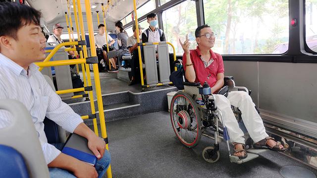 Người khuyết tật được mời trải nghiệm, góp ý cho xe buýt TP.HCM - Ảnh 4.
