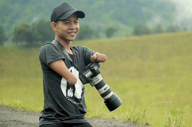 Chàng trai không chân tay vẫn là nhiếp ảnh gia chuyên nghiệp - Ảnh 3.