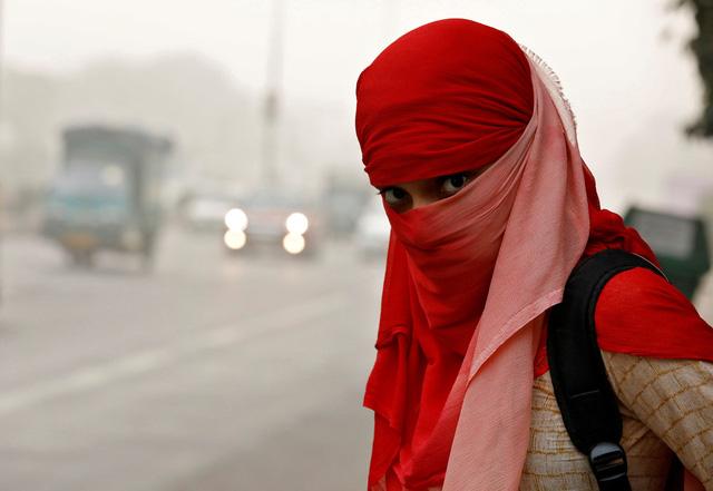 Delhi ô nhiễm khủng khiếp, dân như hút 50 điếu thuốc mỗi ngày - Ảnh 1.