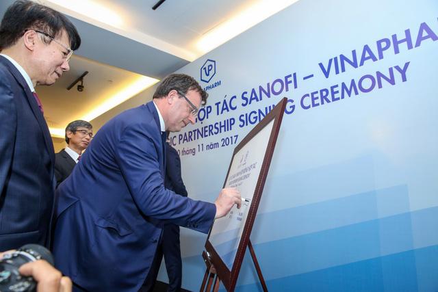 Sanofi hợp tác cùng Vinapharm sản xuất thuốc tiêu chuẩn cao - Ảnh 2.