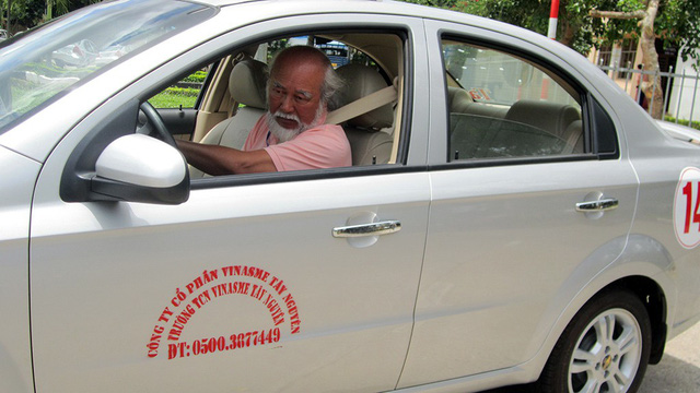 Người khuyết tật một chân bị cấm lái ôtô? - Ảnh 1.