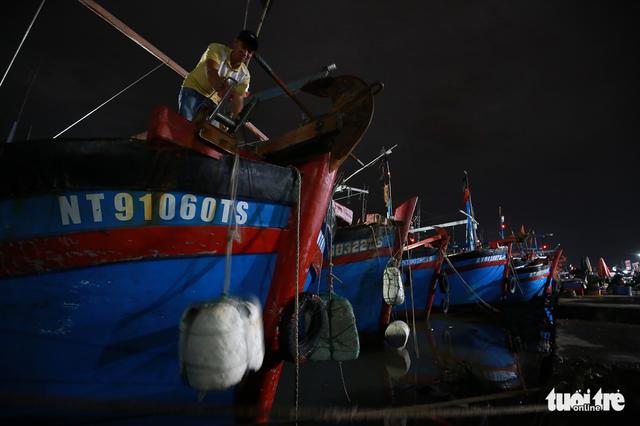 Làng biển Phan Rang không ngủ trước bão lớn - Ảnh 4.
