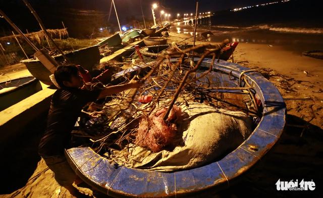 Làng biển Phan Rang không ngủ trước bão lớn - Ảnh 6.