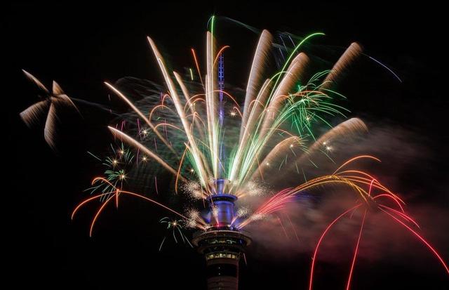 Các nước mở đại tiệc pháo hoa đầy màu sắc chào năm mới 2018 - Ảnh 2.
