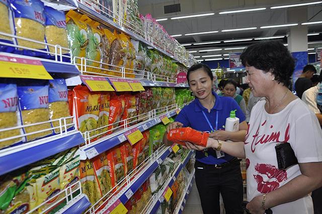 Co.opmart Huỳnh Tấn Phát giảm giá mạnh nhân dịp khai trương - Ảnh 2.
