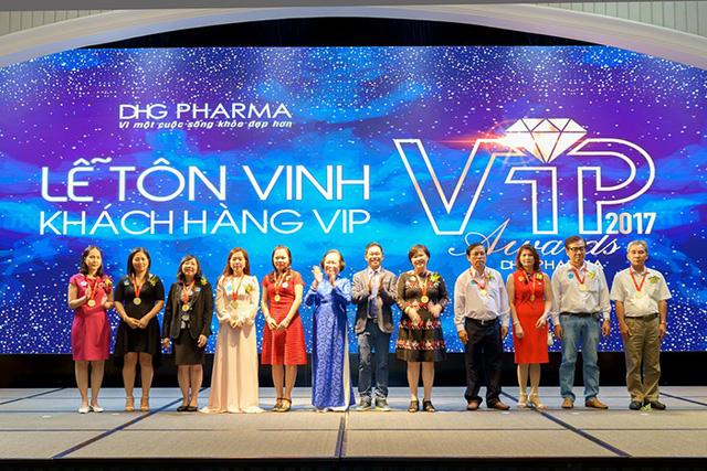 Dược Hậu Giang tổ chức Lễ tôn vinh khách hàng VIP 2017 - Ảnh 1.