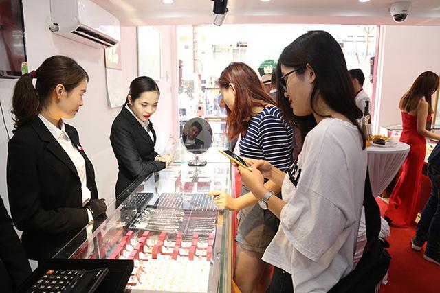 Báo Tuổi Trẻ Đưa Tin Huy Thanh Jewelry Khai Trương CS thứ 11 tại TP. HCM