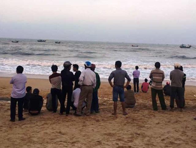 Tìm thấy thi thể 1 trong 2 học sinh mất tích ở biển Thiên Cầm - Ảnh 2.