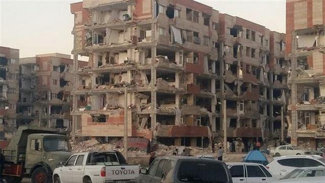 Thị trấn Iran tan hoang sau động đất, hơn 200 người chết - Ảnh 3.
