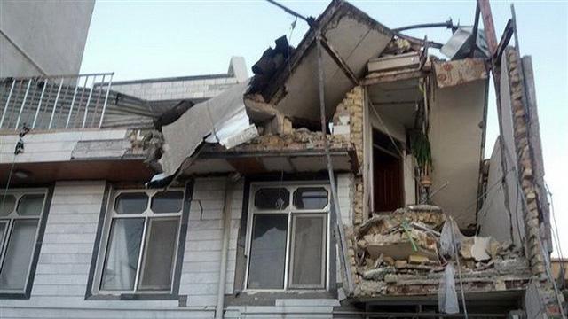 Thị trấn Iran tan hoang sau động đất, hơn 200 người chết - Ảnh 4.