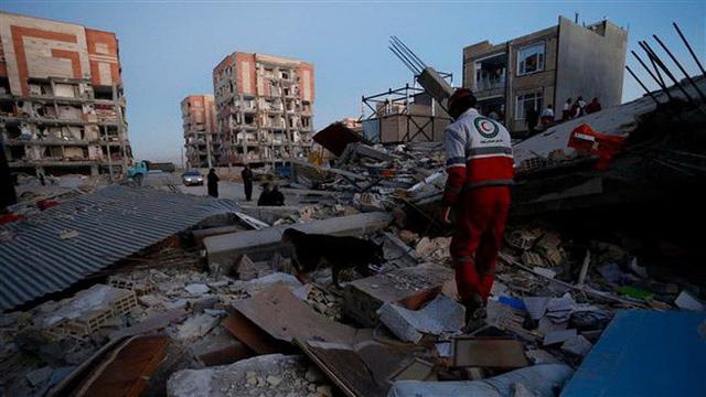 Thị trấn Iran tan hoang sau động đất, hơn 200 người chết - Ảnh 5.