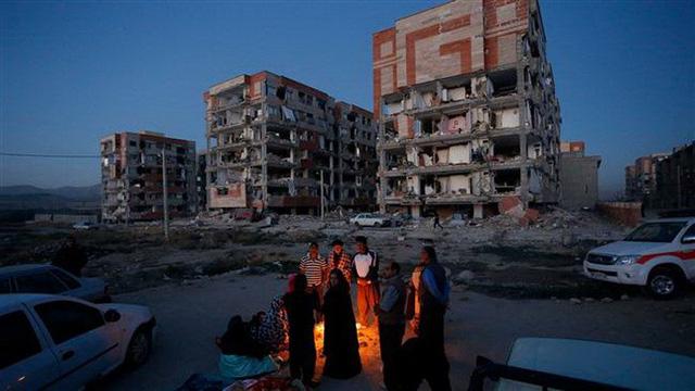 Thị trấn Iran tan hoang sau động đất, hơn 200 người chết - Ảnh 2.