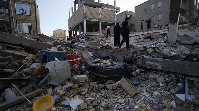 Thị trấn Iran tan hoang sau động đất, hơn 200 người chết - Ảnh 6.