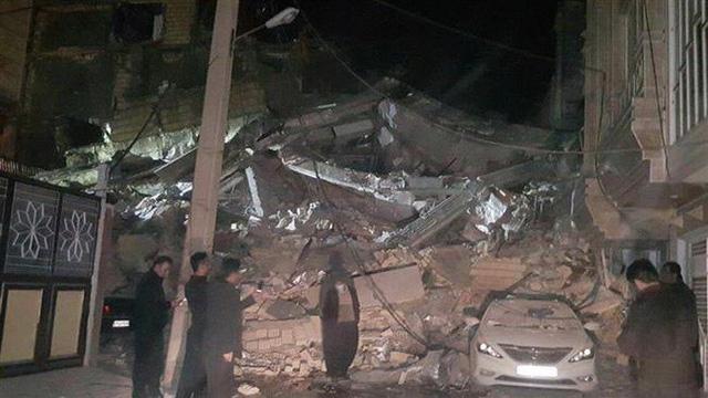 Thị trấn Iran tan hoang sau động đất, hơn 200 người chết - Ảnh 7.
