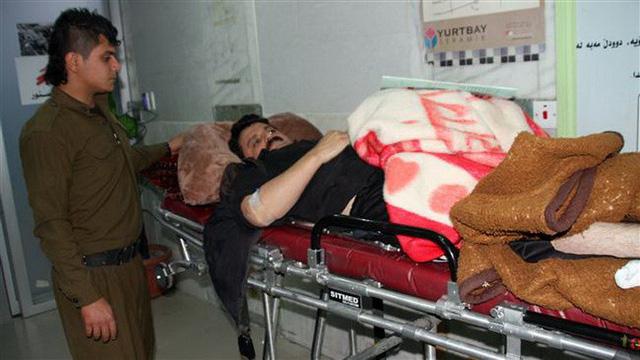 Thị trấn Iran tan hoang sau động đất, hơn 200 người chết - Ảnh 10.