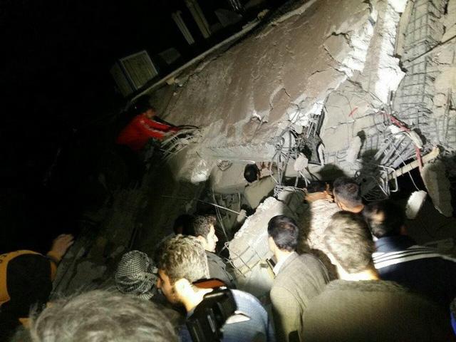 Thị trấn Iran tan hoang sau động đất, hơn 200 người chết - Ảnh 11.
