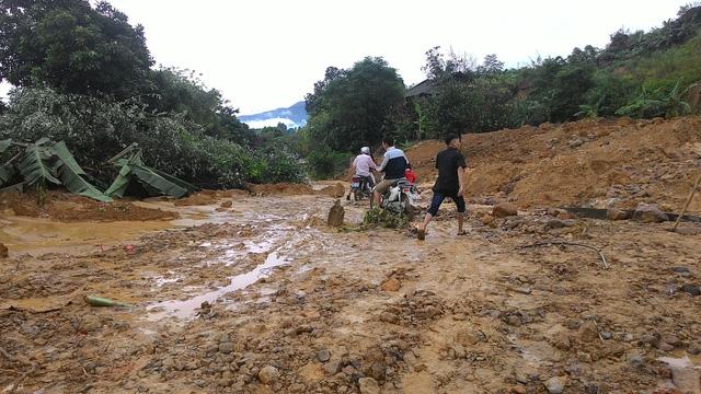 Sơn La: Lũ vẫn chia cắt, cô lập huyện Phù Yên - Ảnh 8.
