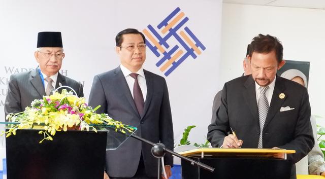 Quốc vương Brunei ký khai trương trung tâm tiếng Anh tại Đà Nẵng - Ảnh 1.