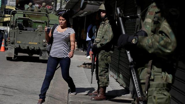 Cả ngàn binh sĩ vào khu ổ chuột Brazil diệt băng đảng - Ảnh 1.