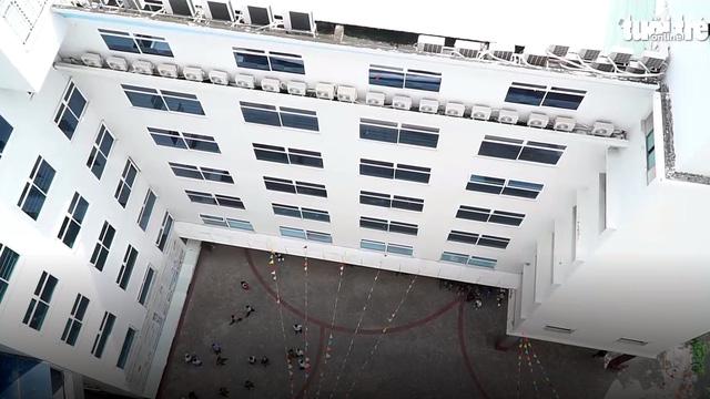 Công an điều tra vụ sinh viên HUTECH tử vong giữa sân trường - Ảnh 1.
