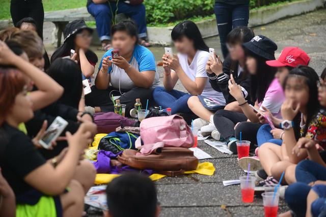 Sinh viên thà kham khổ miễn ôm được  iPhone? - Ảnh 1.
