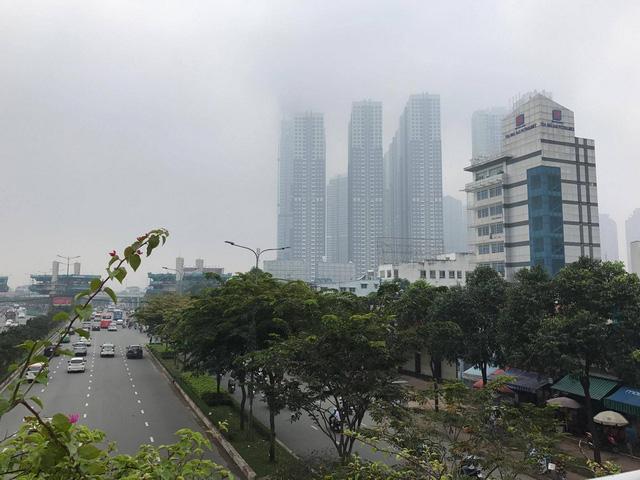 Lạ lẫm với sáng Sài Gòn sương giăng mù mịt - Ảnh 3.
