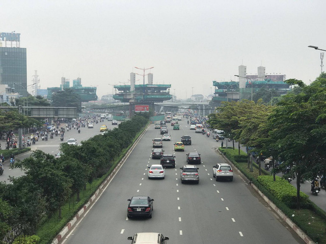 Lạ lẫm với sáng Sài Gòn sương giăng mù mịt - Ảnh 5.