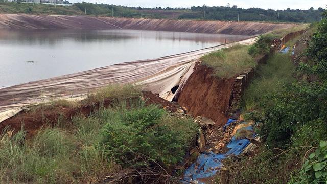 Xuất hiện vết nứt dài 100 mét gần hồ bùn đỏ Alumin Nhân Cơ - Ảnh 2.