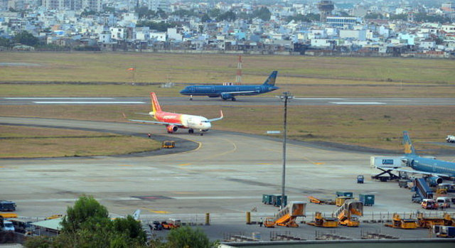 ACV không lo an toàn bay mà ngại đường băng Tân Sơn Nhất, Nội Bài xuống cấp - Ảnh 1.