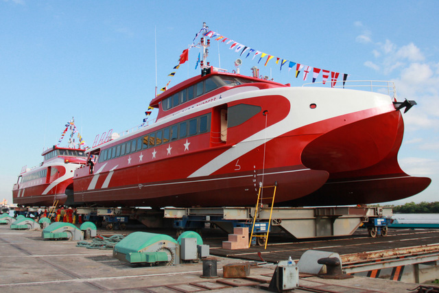 Thêm 2 tàu cao tốc hai thân made in Vietnam được hạ thủy - Ảnh 1.